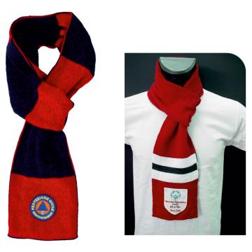 Sciarpa cravatta da uomo in lana con stemma ricamato o applicato